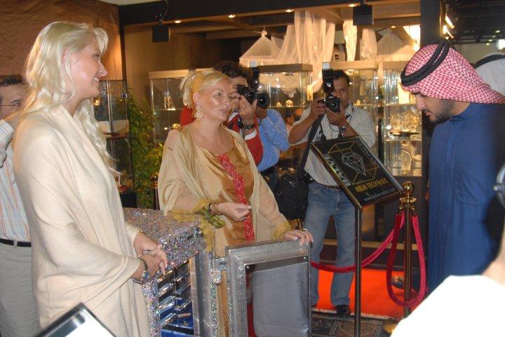 Madame Sabine Balve and the son of His Highness Sheik Mohammed bin Rashid al Maktoum - the royal leader of Dubai in UAE (3.a)